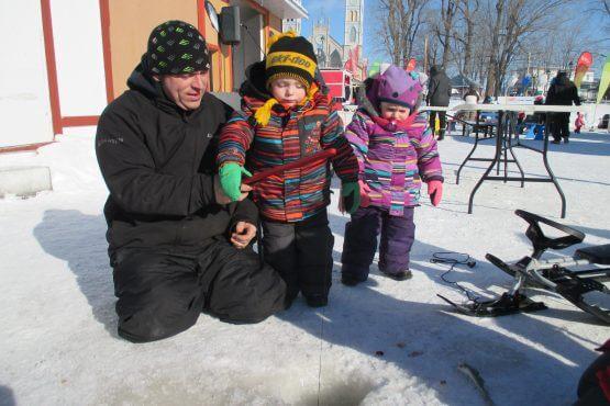 Pêche sur glace petit poisson