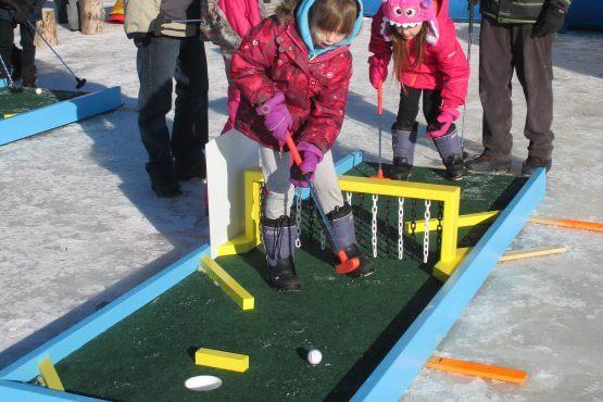 Mini-golf sur glace au petit poisson des chenaux